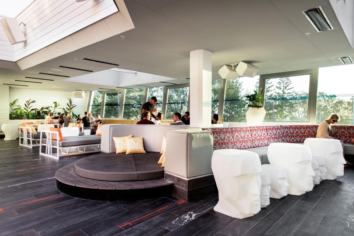 adan-side-table-white-vondom-core-furniture-lifestyle-1