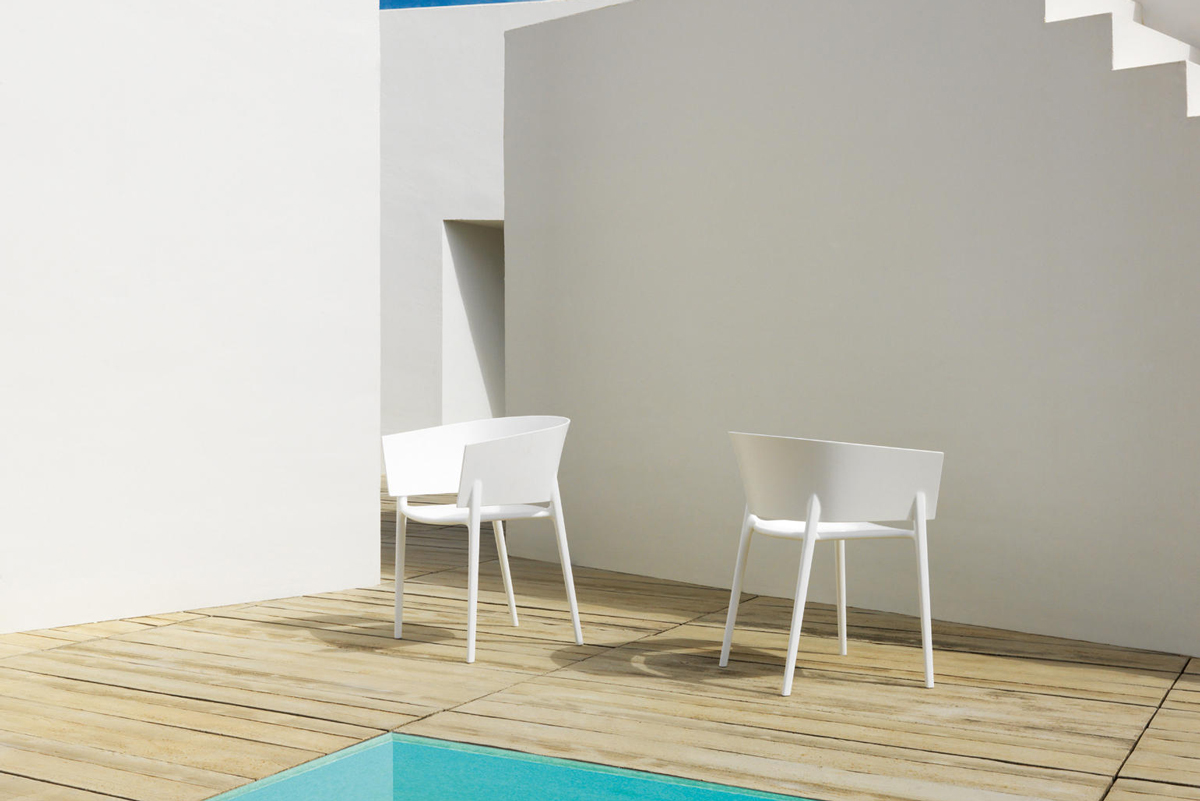 africa-dining-chair-white-vondom-core-furniture-lifestyle-2