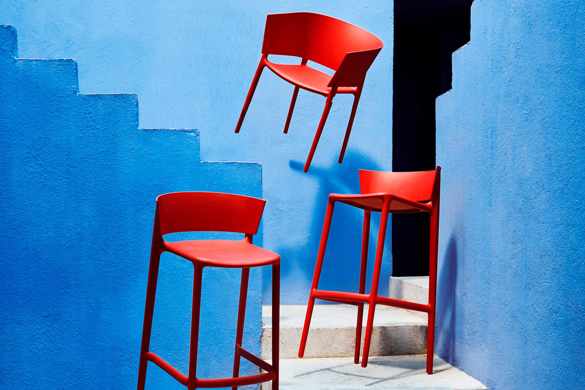africa-kitchen-stool-red-vondom-core-furniture-lifestyle-1