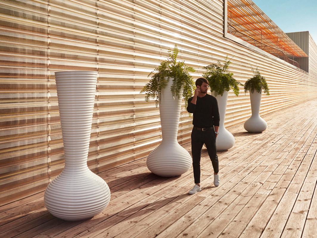 bloom-planter-white-vondom-core-furniture-lifestyle-1