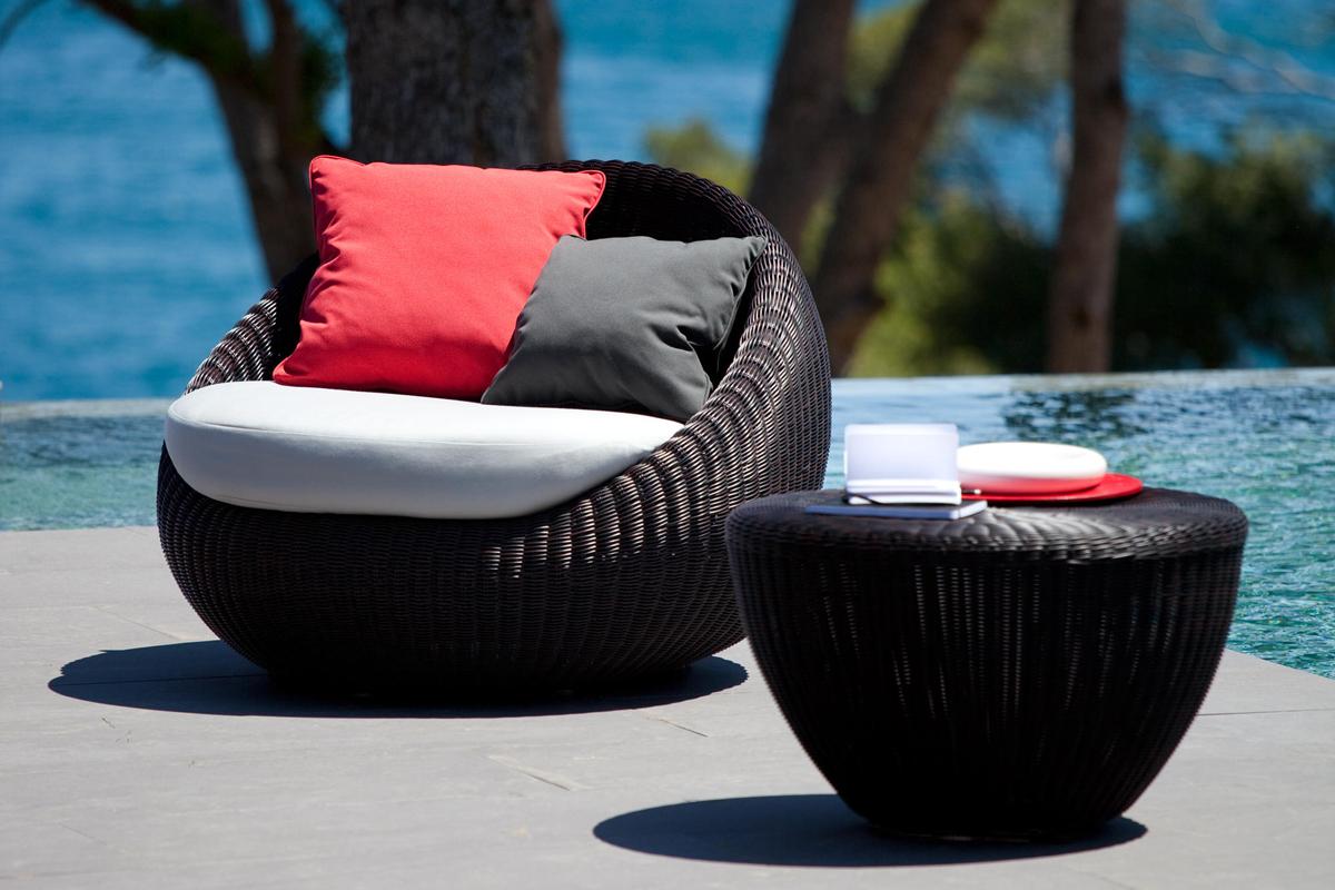 bubble-armchair-dark-point-core-furniture-lifestyle-1
