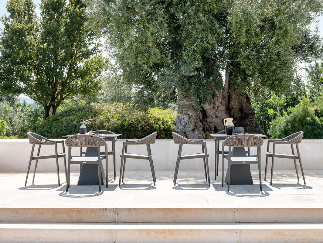 clever-dining-chair-varaschin-core-furniture-lifestyle-1
