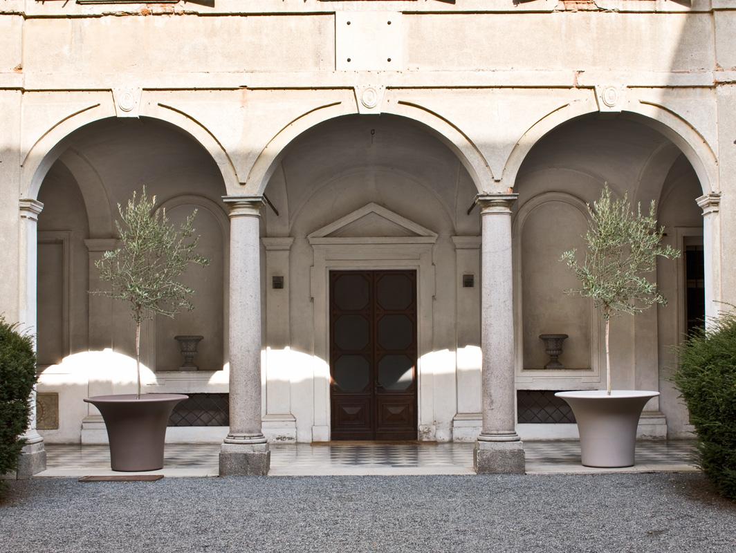 cone-planter-serralunga-core-furniture-lifestyle-2
