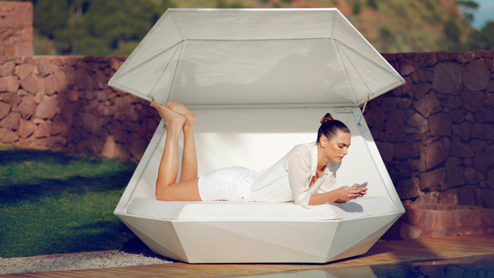 faz-daybed-vondom-core-furniture-lifestyle-1