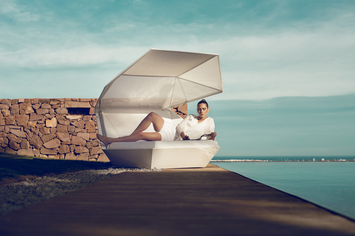faz-daybed-vondom-core-furniture-lifestyle-3