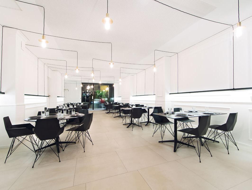 faz-dining-chair-black-vondom-core-furniture-lifestyle-3