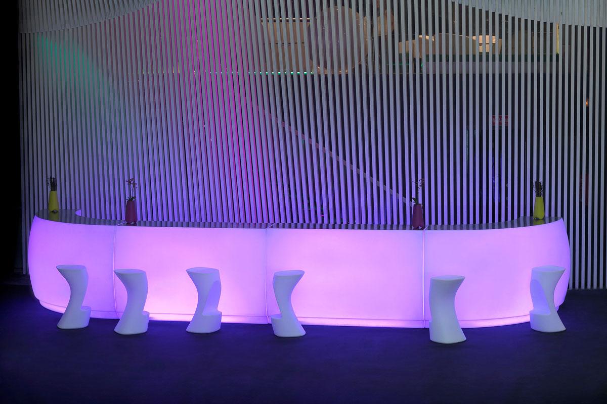 fiesta-bar-vondom-core-furniture-lifestyle-1