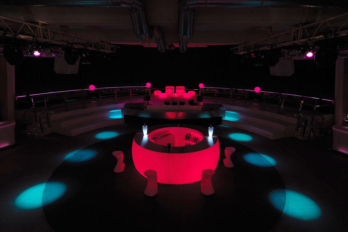 fiesta-bar-vondom-core-furniture-lifestyle-5