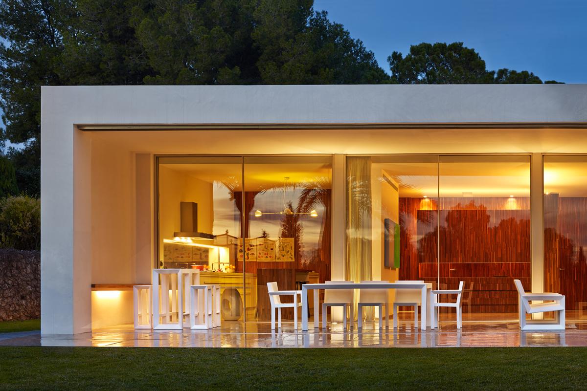 frame-bar-table-vondom-core-furniture-lifestyle-1