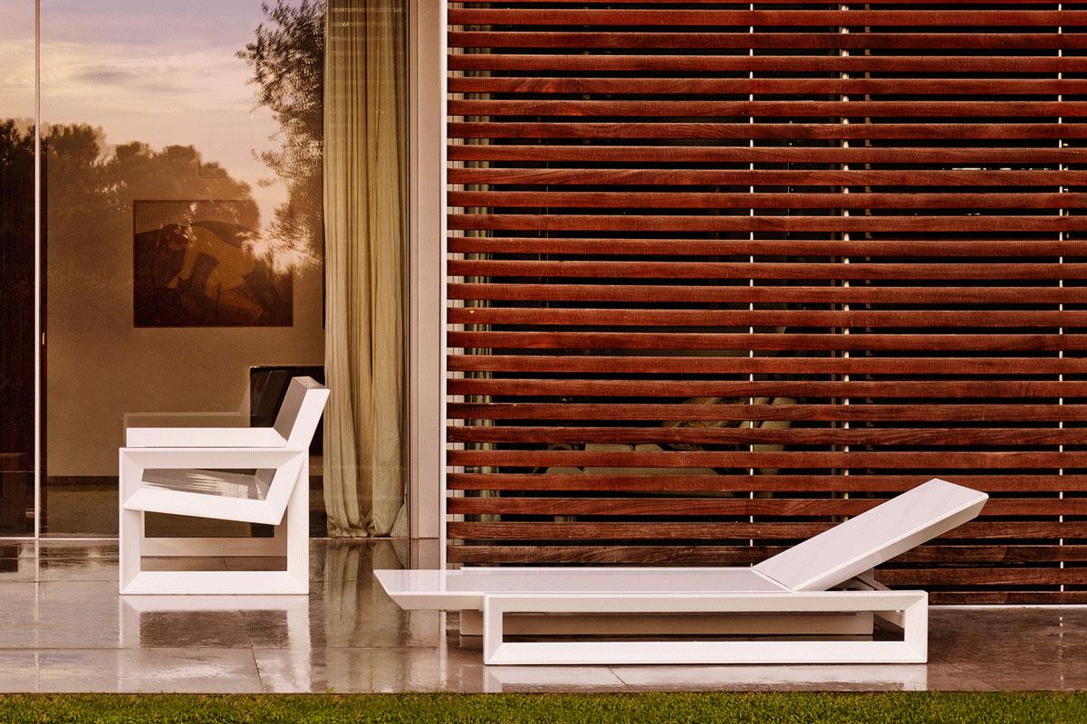 frame-sun-lounger-vondom-core-furniture-lifestyle-4