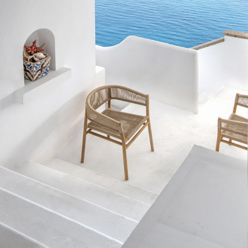 Ethimo's Kilt collection dining chair in an outside setting.