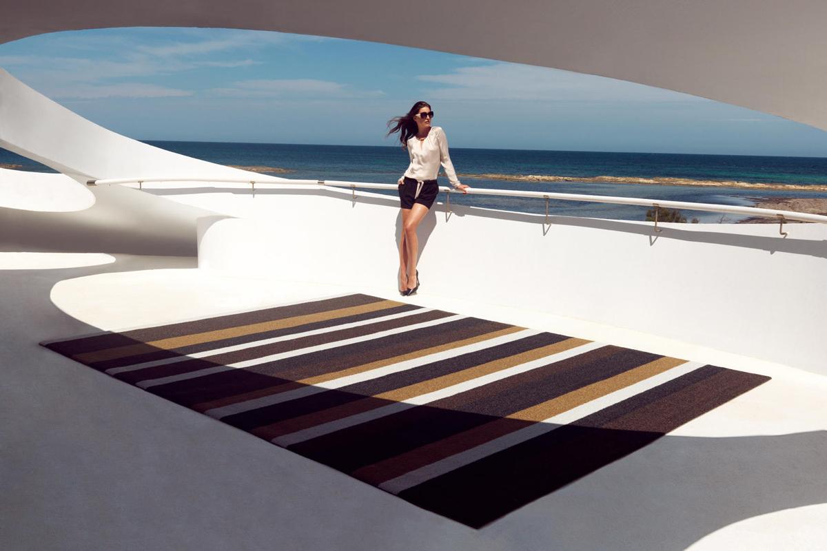 lines-rug-vondom-core-furniture-lifestyle-1