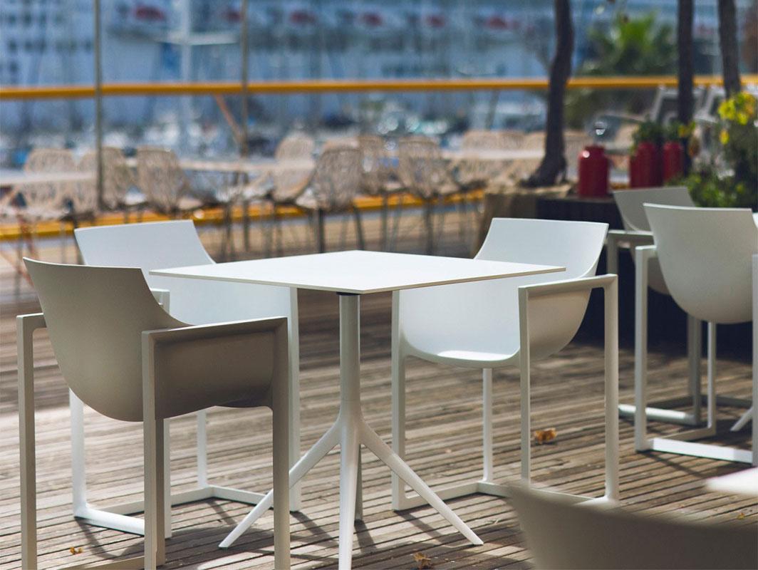 mari-sol-4-prong-dining-table-vondom-lifestyle-1