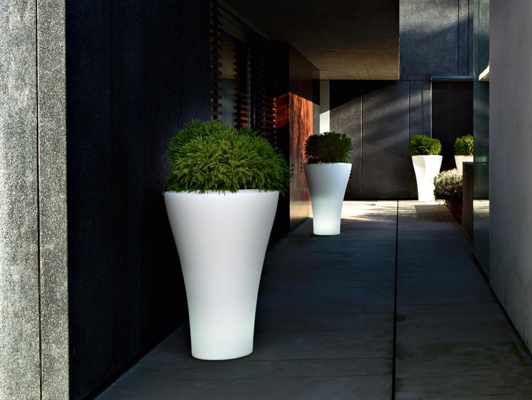 ming-planter-serralunga-core-furniture-lifestyle-1