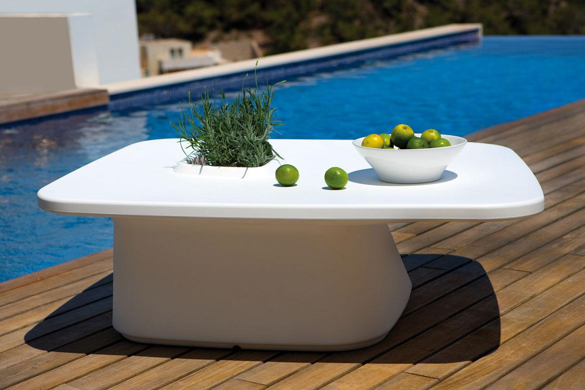 moma-table-vondom-core-furniture-lifestyle-1