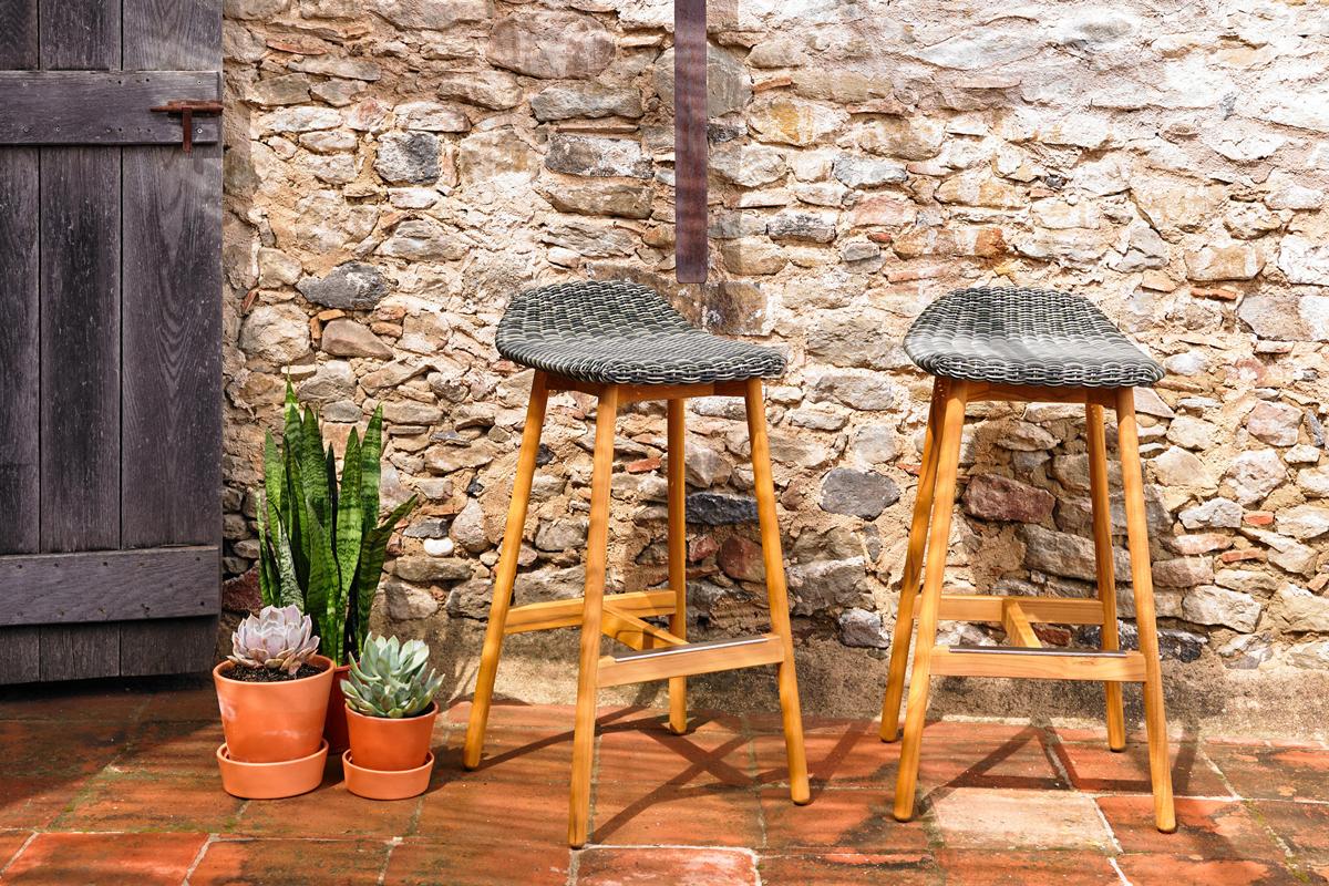round-stool-point-core-furniture-lifestyle-2