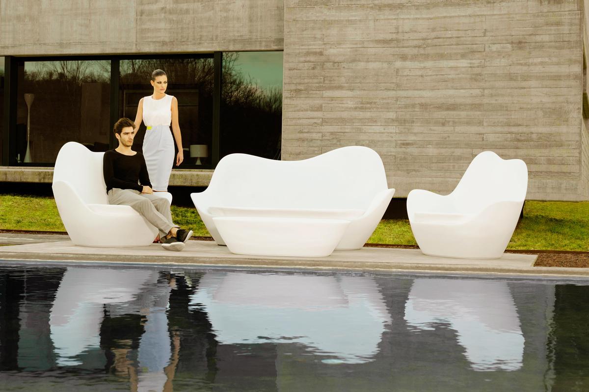 sabinas-coffee-table-vondom-core-furniture-lifestyle-1