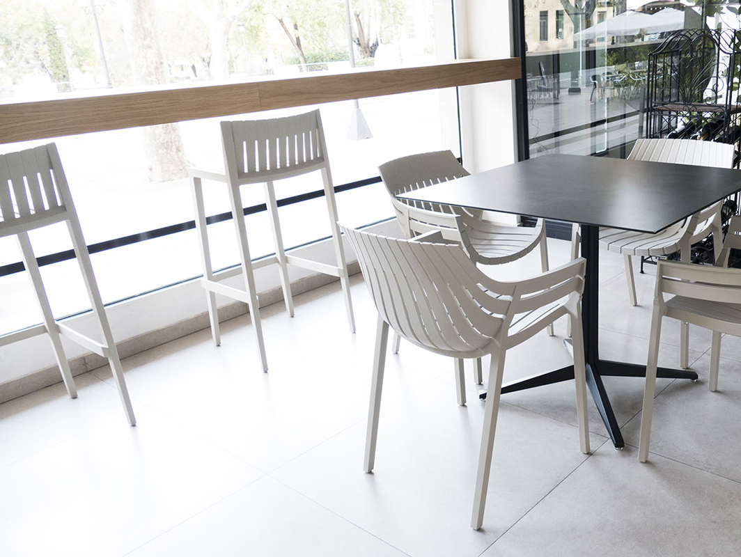 spritz-kitchen-stool-white-vondom-core-furniture-lifestyle-2