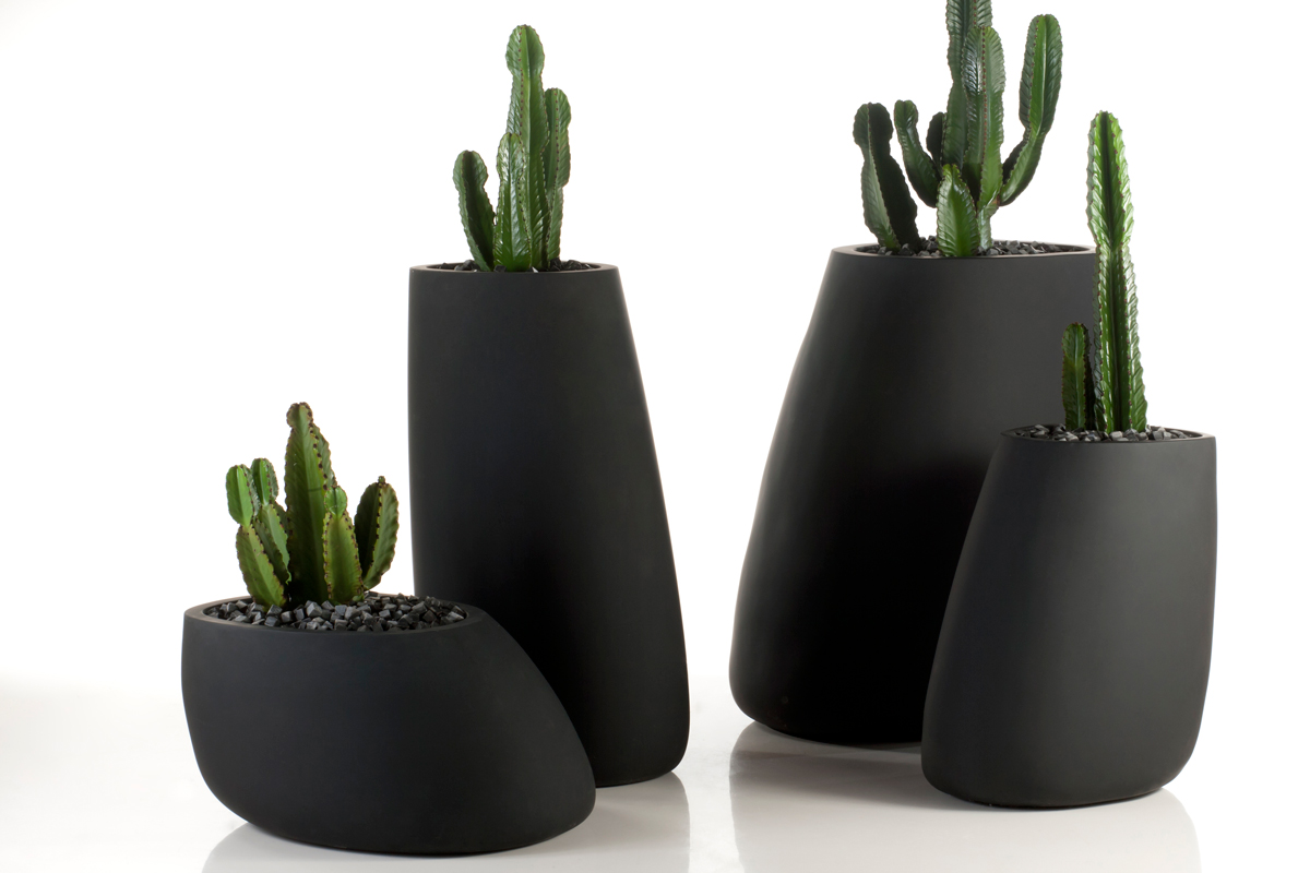 stone-planter-black-vondom-core-furniture-lifestyle-1