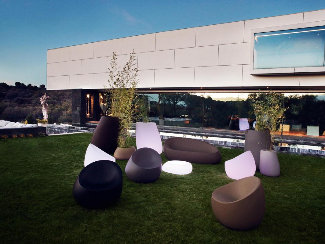 stone-planter-vondom-core-furniture-lifestyle-2