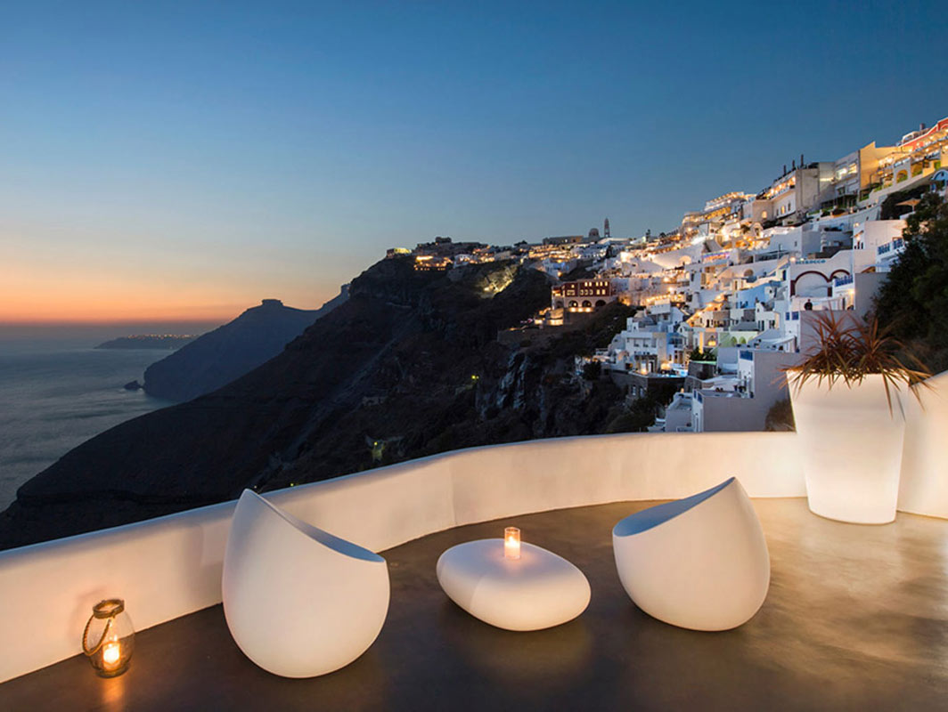 stones-armchair-vondom-core-furniture-lifestyle-1