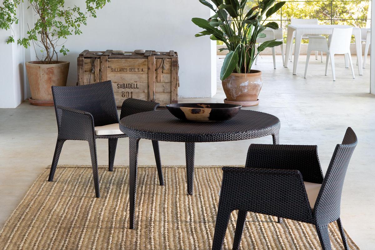u-armchair-dark-point-core-furniture-lifestyle-1