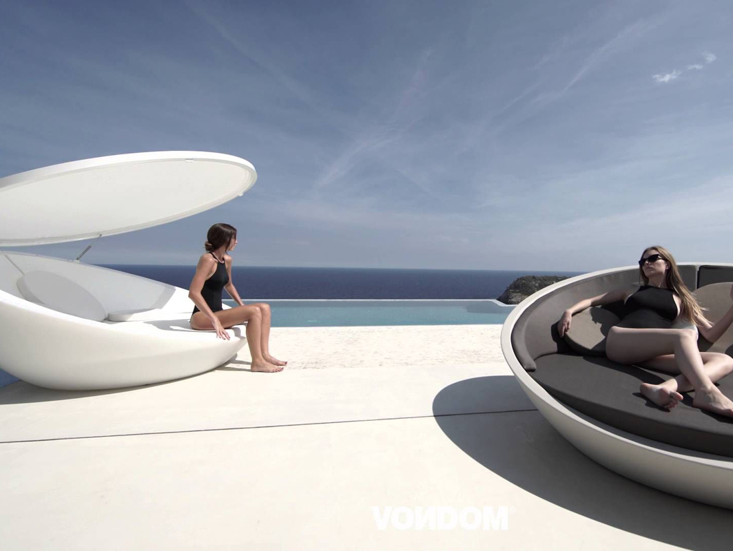 ulm-daybed-vondom-core-furniture-lifestyle-1