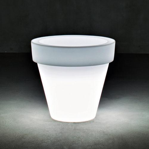 Serralunga's Vas One medium illuminated planter against a dark background