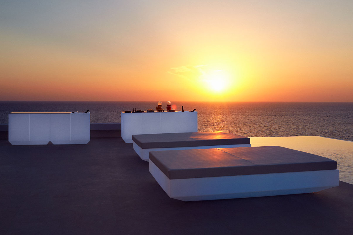 vela-basic-square-daybed-vondom-core-furniture-lifestyle-1