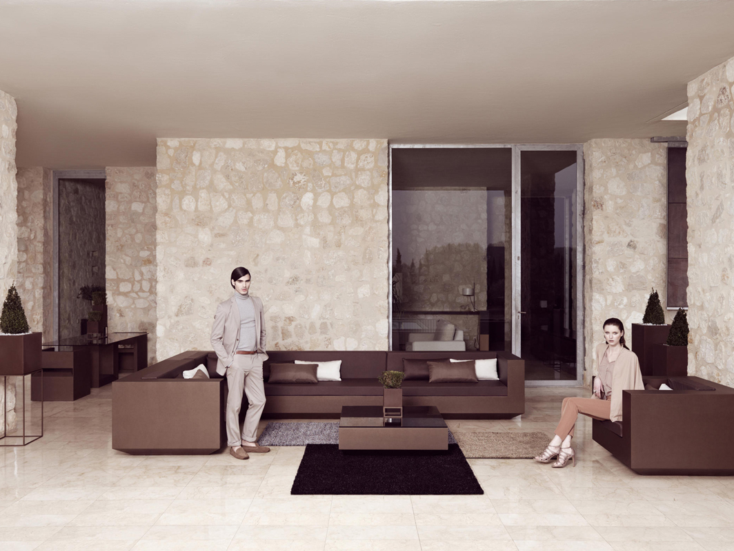 vela-coffee-table-vondom-core-furniture-lifestyle-1