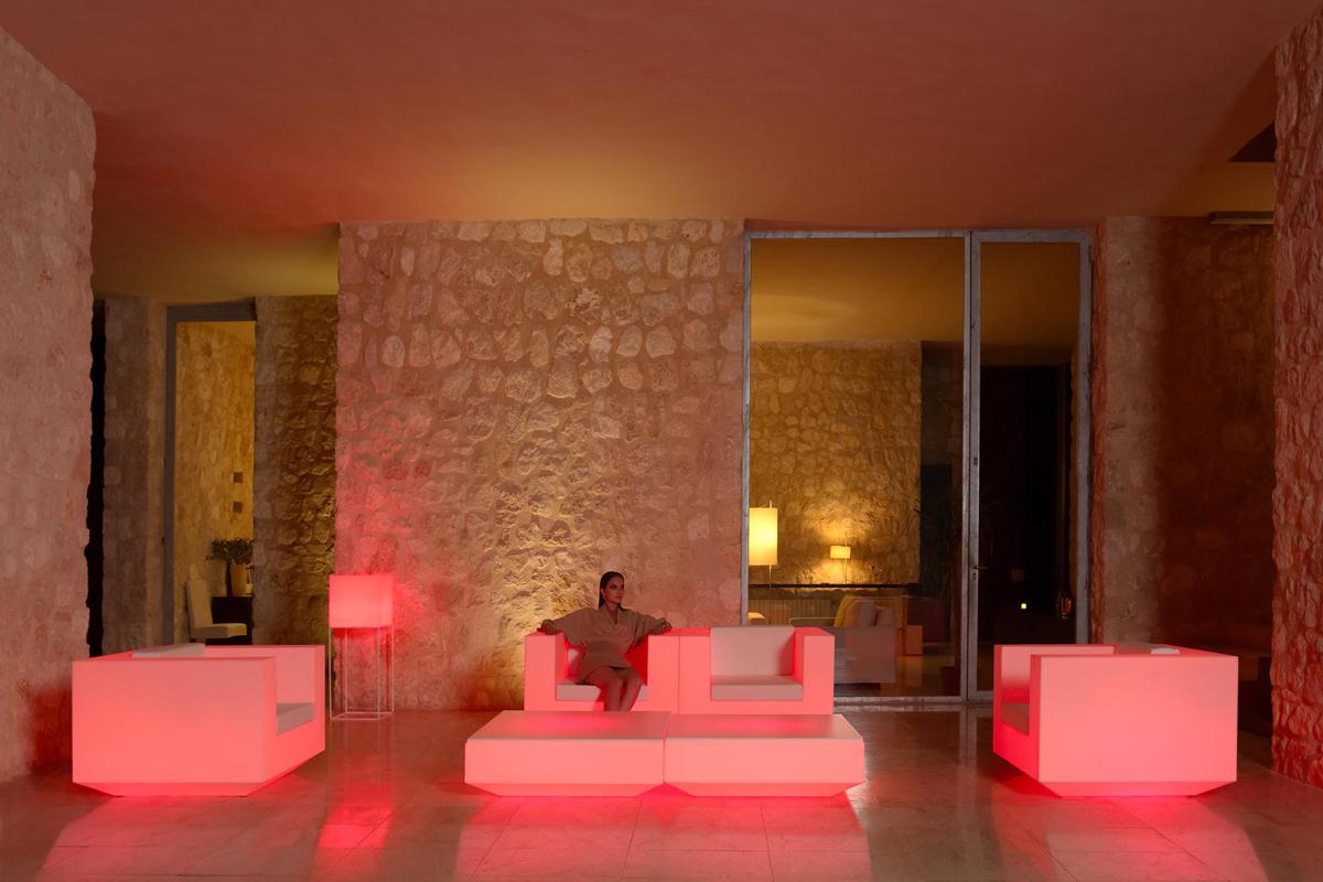 vela-coffee-table-vondom-core-furniture-lifestyle-4
