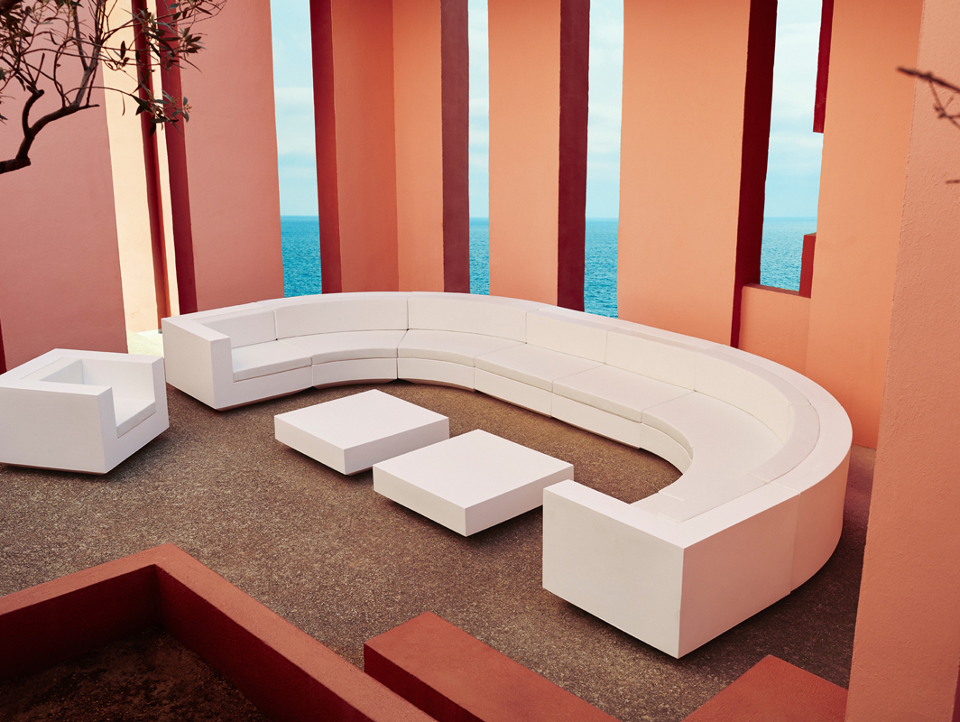 vela-curved-seating-white-vondom-core-furniture-lifestyle-1