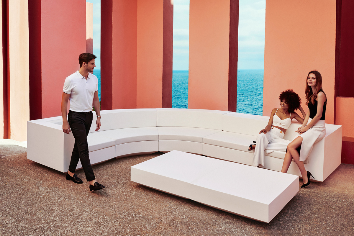 vela-curved-seating-white-vondom-core-furniture-lifestyle-2