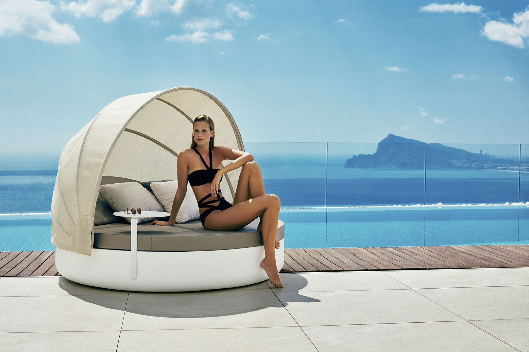 vela-daybed-vondom-core-furniture-lifestyle-2