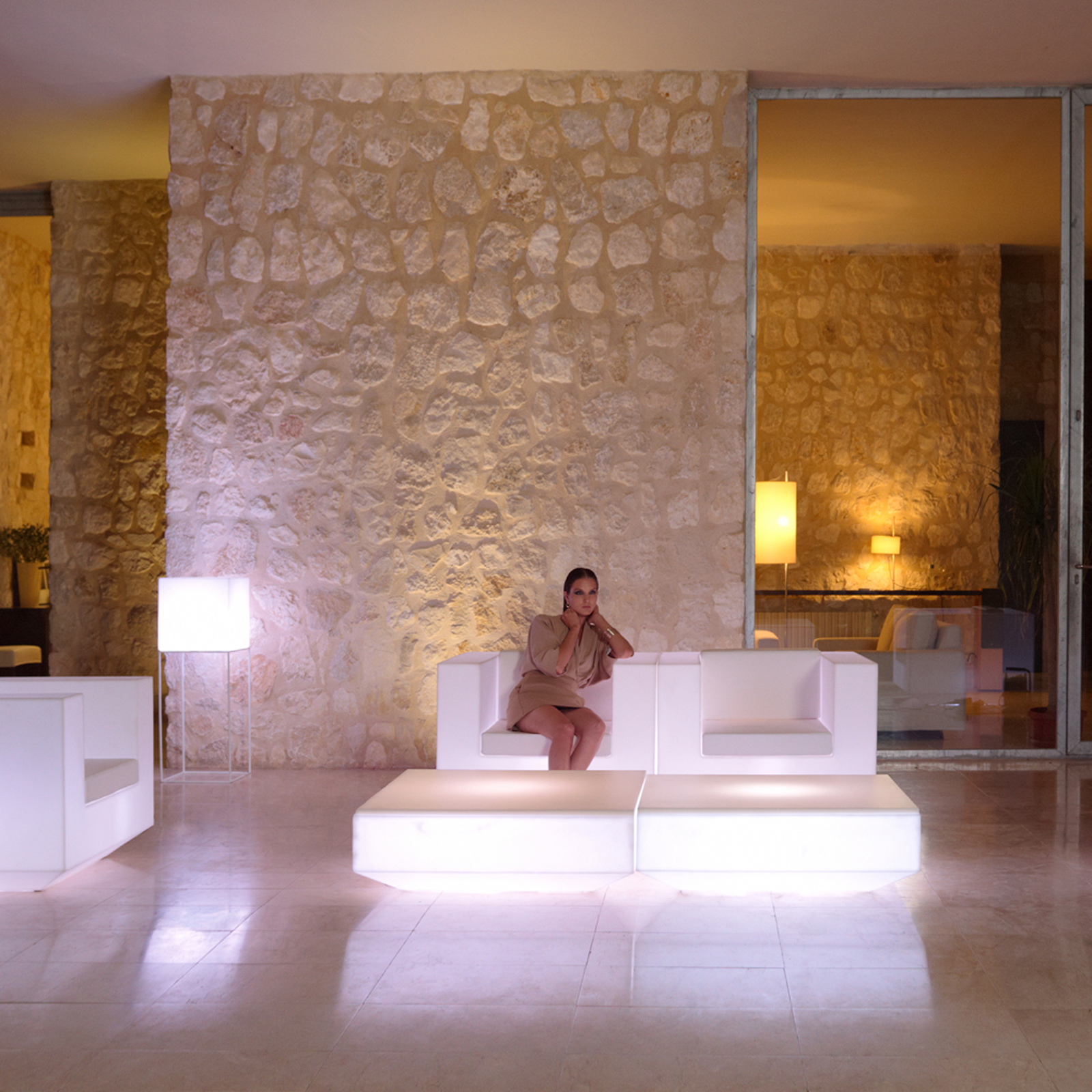 Vela lounge chair by vondom