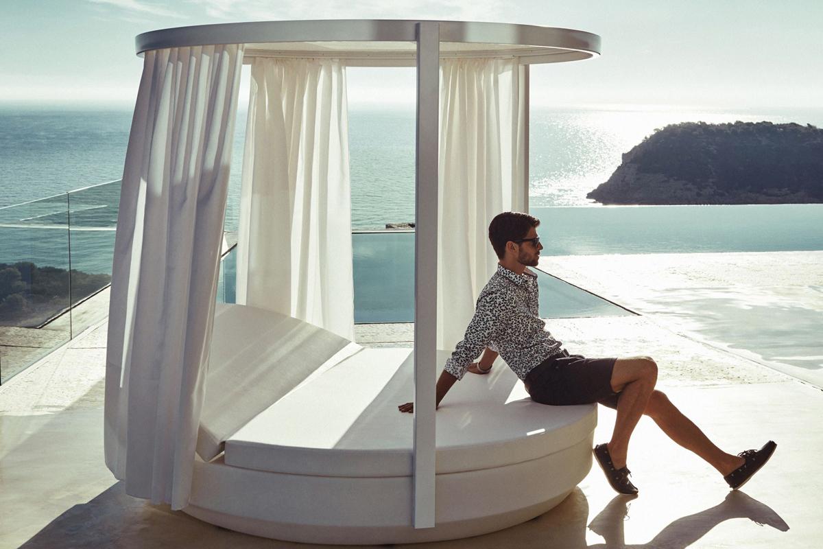 vela-round-canopy-vondom-core-furniture-lifestyle-1