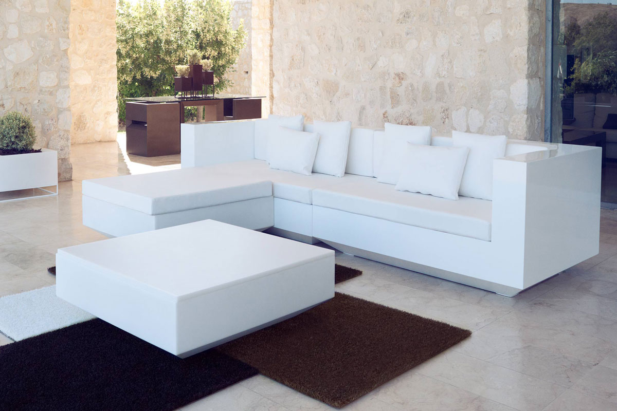 vela-rug-vondom-core-furniture-lifestyle-2