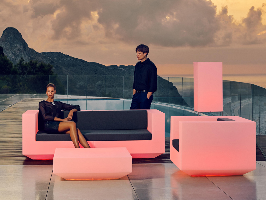 vela-sofa-vondom-core-furniture-lifestyle-1