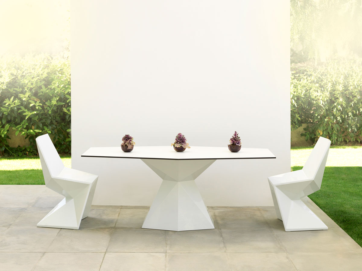 vertex-dining-table-vondom-core-furniture-lifestyle-1