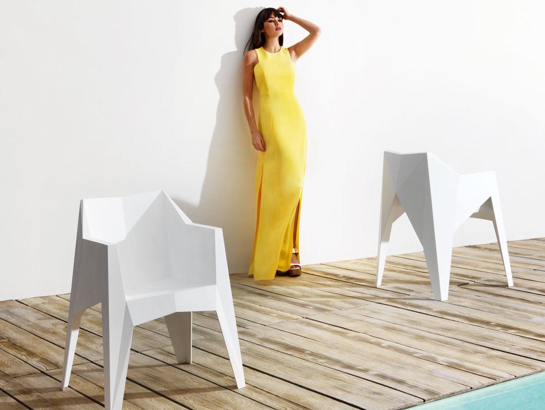 voxel-dining-chair-white-vondom-core-furniture-lifestyle-1