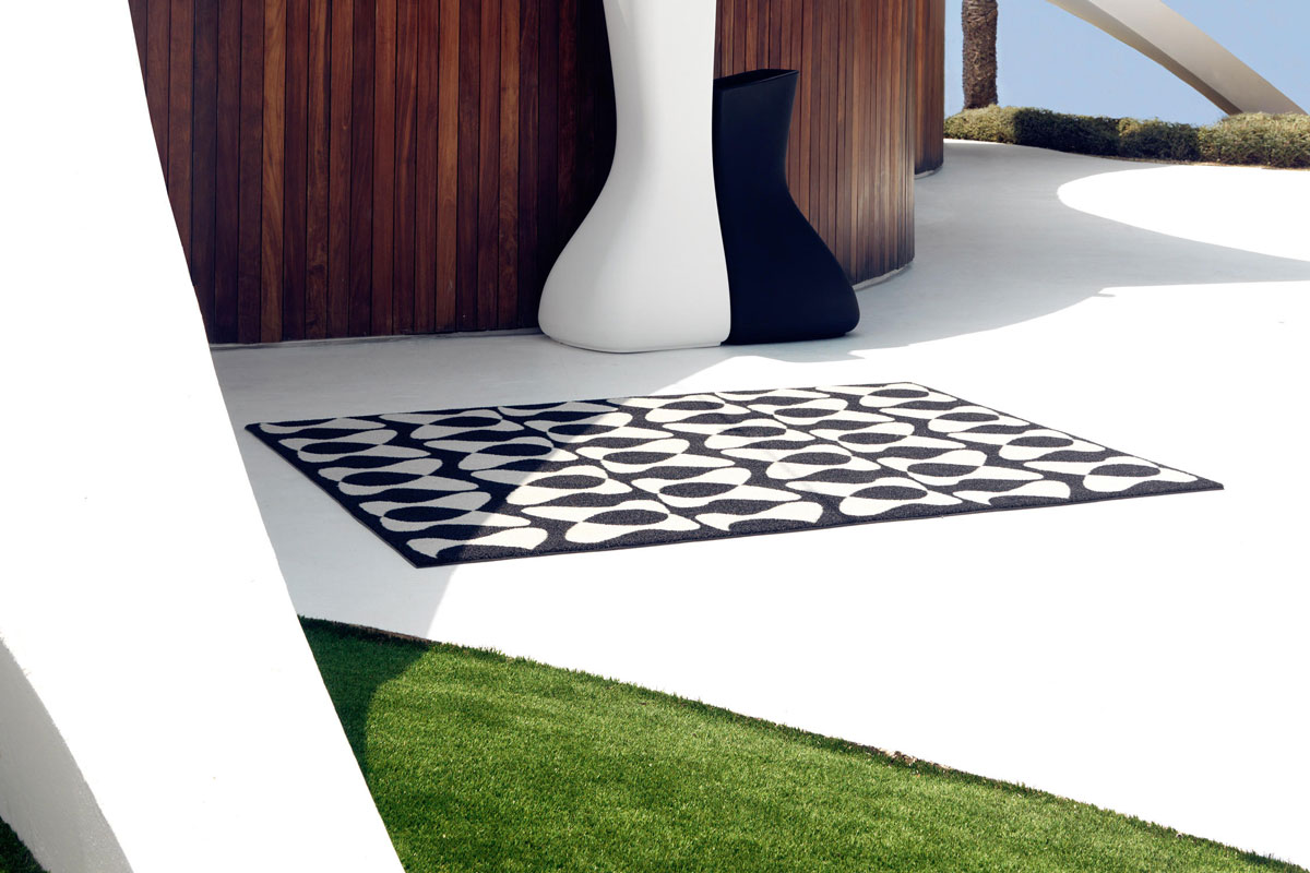 you-and-me-rug-vondom-core-furniture-lifestyle-4