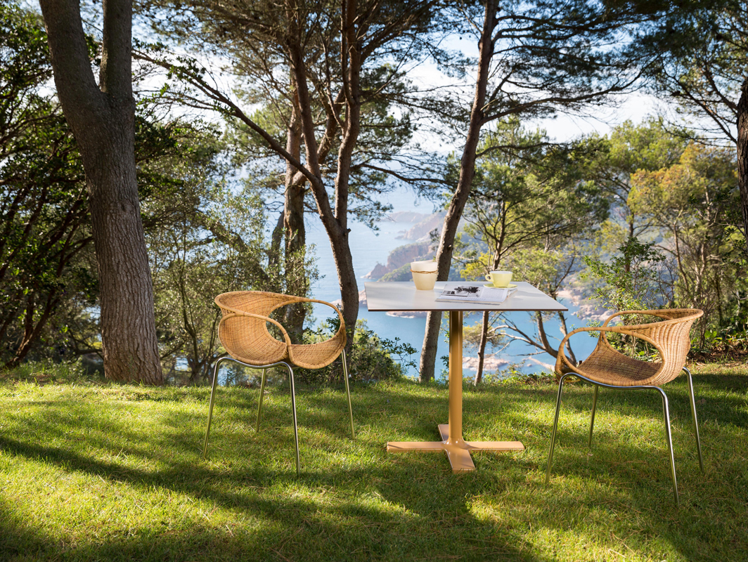zeros-out-dining-table-toasted-core-furniture-lifestyle-1