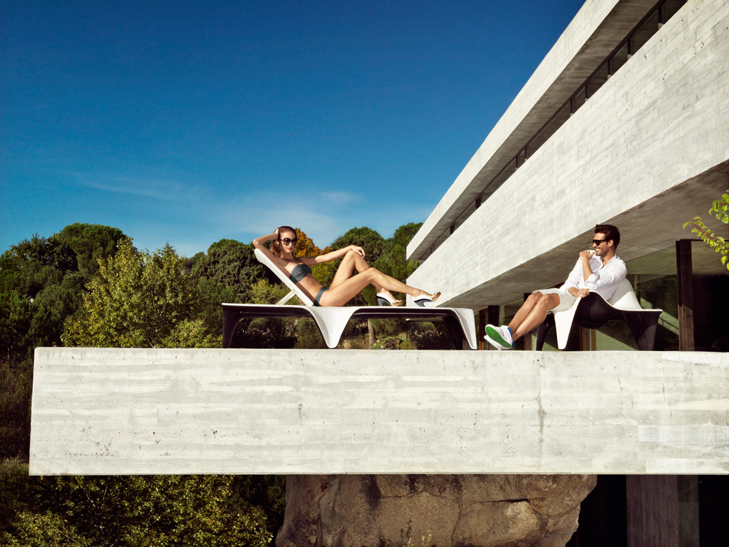 f3-sunlounger-vondom-core-furniture-lifestyle-3