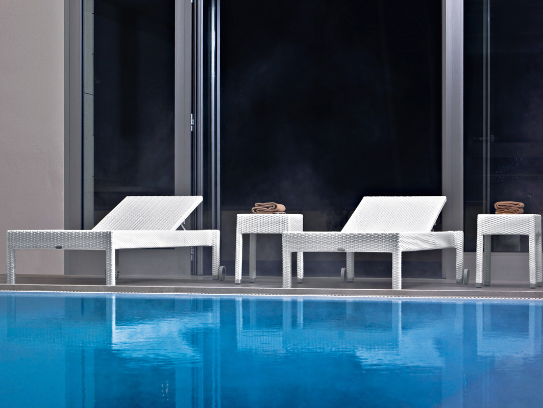 lotus-sun-lounger-white-varaschin-core-furniture-lifestyle-1