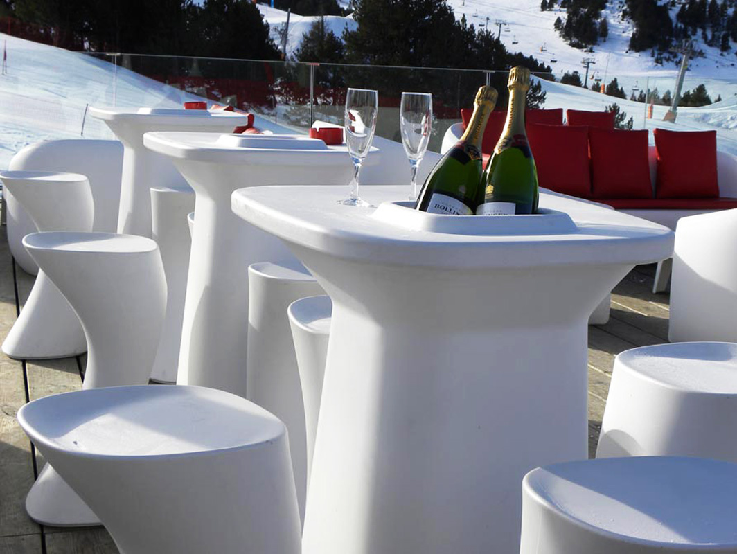 moma-vondom-outdoor-bar-stool-core-furniture-lifestyle-2