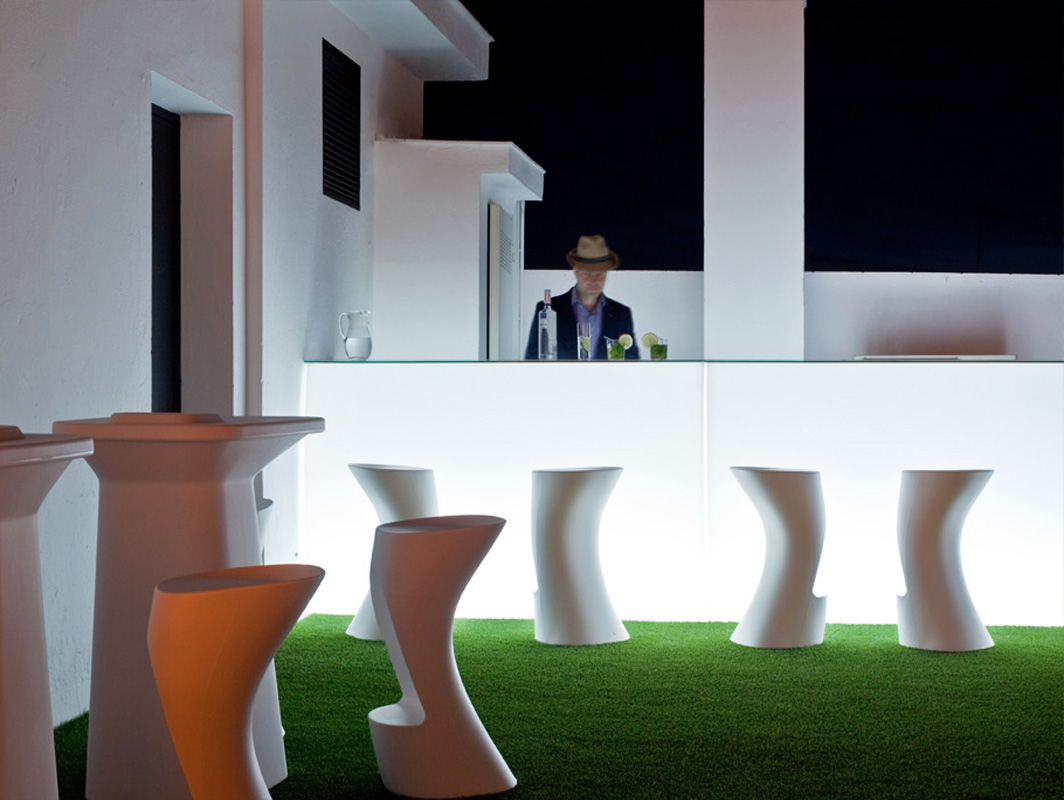moma-vondom-outdoor-bar-stool-core-furniture-lifestyle-4
