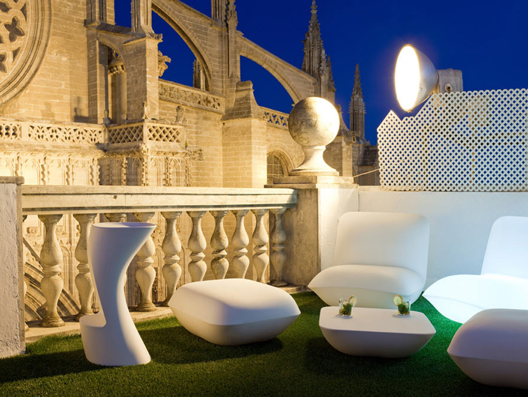 moma-vondom-outdoor-bar-stool-core-furniture-lifestyle-5
