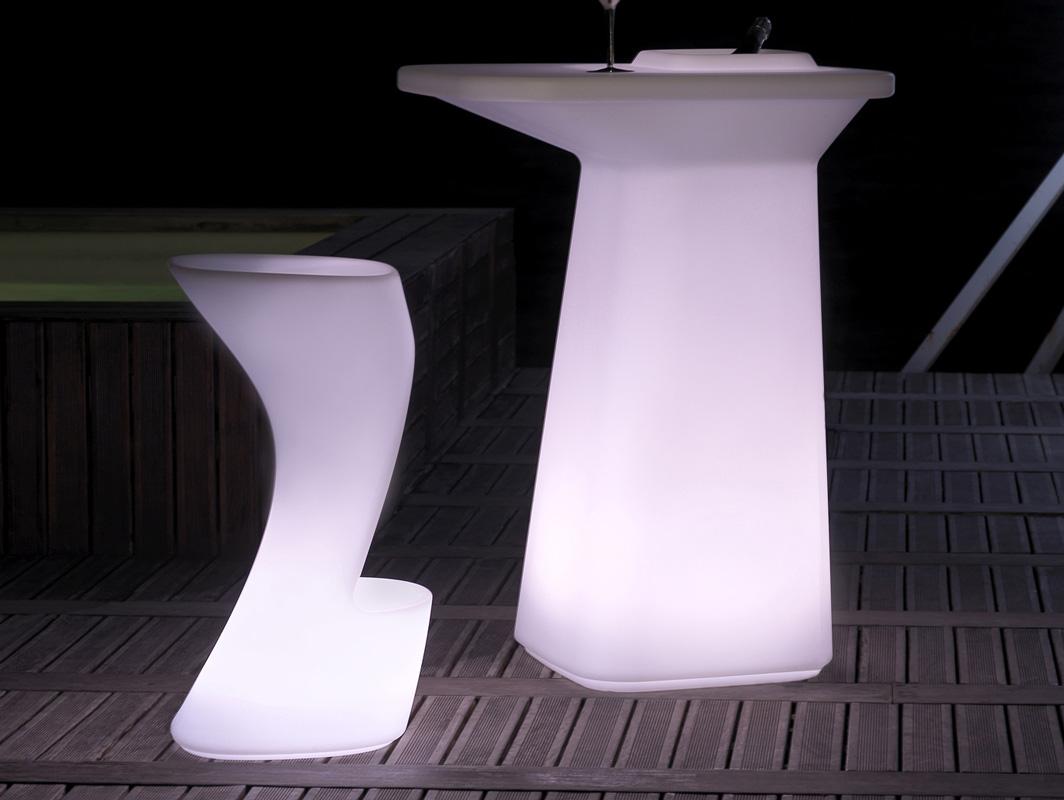 moma-vondom-outdoor-bar-stool-core-furniture-rgb-lifestyle-1