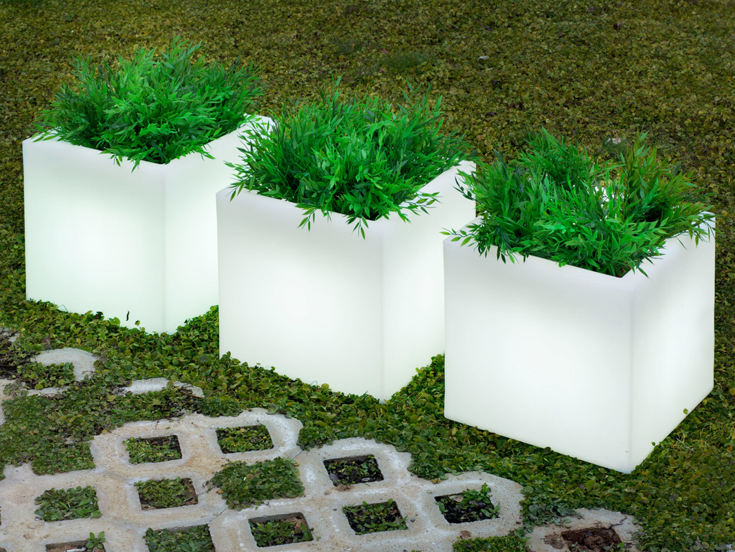 narciso-planter-new-garden-core-furniture-lifestyle-1