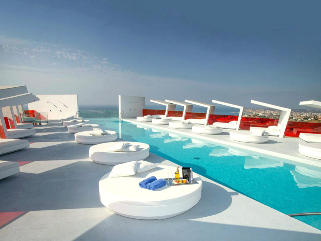 vela-round-daybed-vondom-core-furniture-lifestyle-1